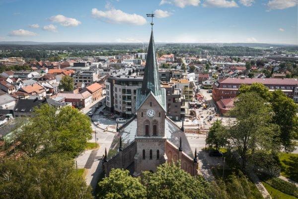Toit photovoltaïque de l'église néo-gothique de Sarpsborg, Norvège