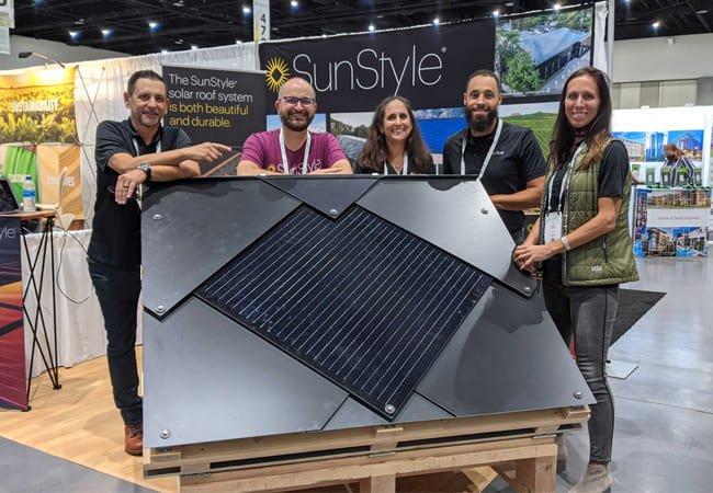 L'équipe SunStyle présente ses tuiles solaires