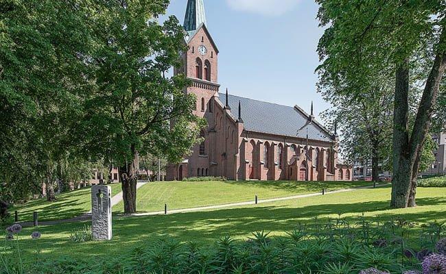 Église néo-gothique (Sarpsborg, Norvège), toiture solaire