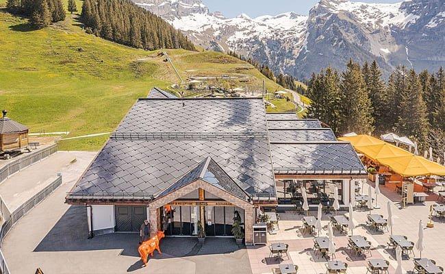 Tuiles solaires sur le Restaurant d'altitude Ristis (Engelberg, Suisse)