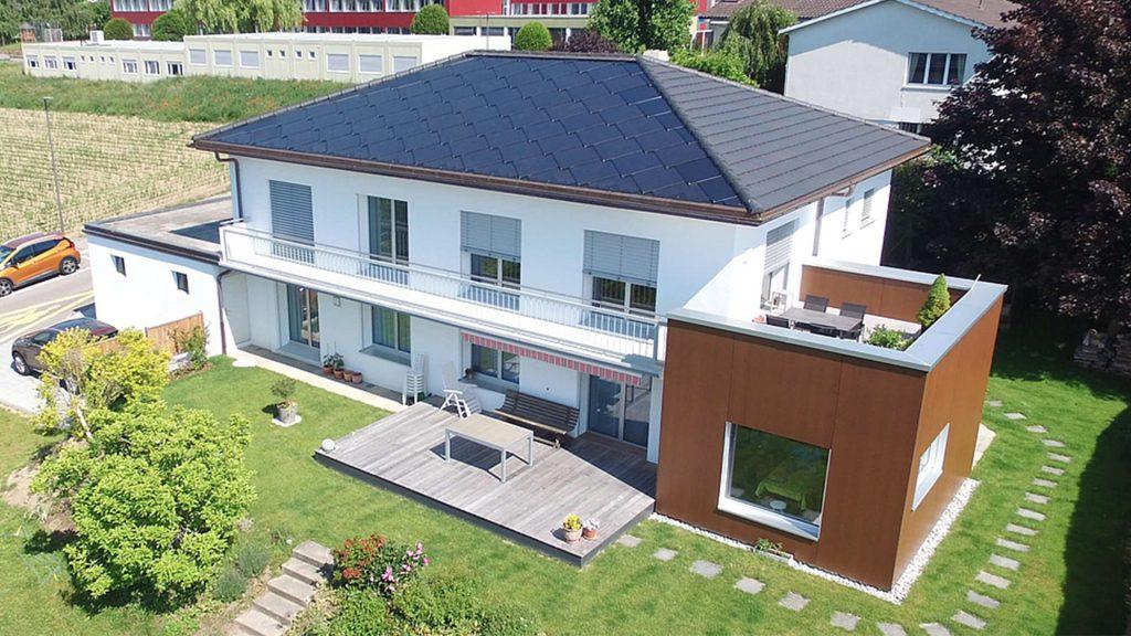 Maison familiale avec une toiture solaire SunStyle